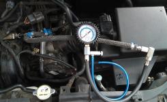 Прибор для проверки давления в топливной рампе